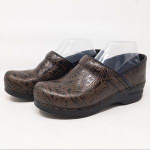 Dansko Tooled Brown Leather Nursing Clogs Sz 9M